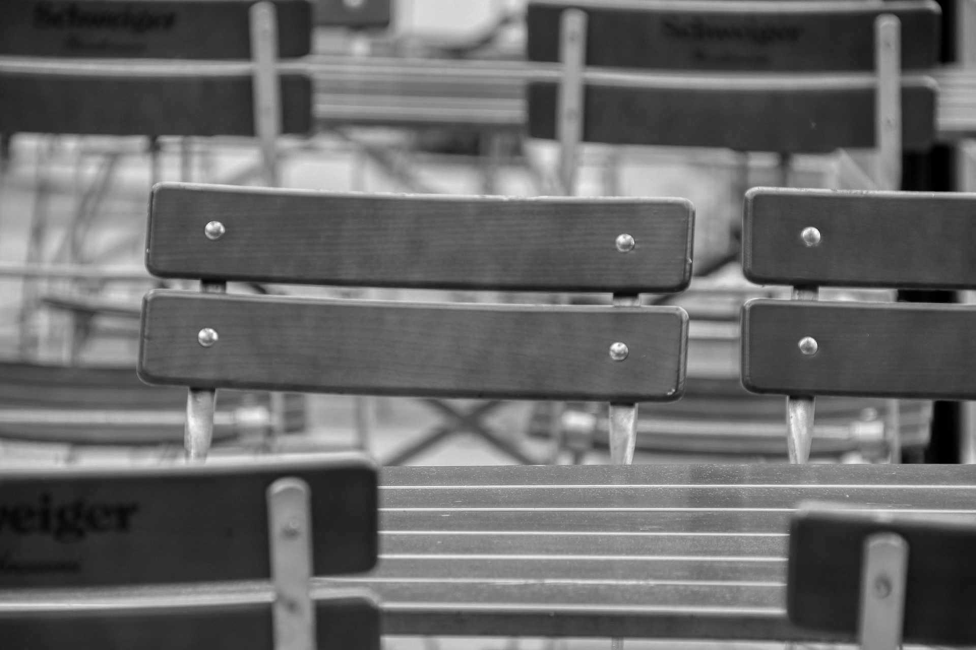Sitzgelegenheit in der Außengastronomie