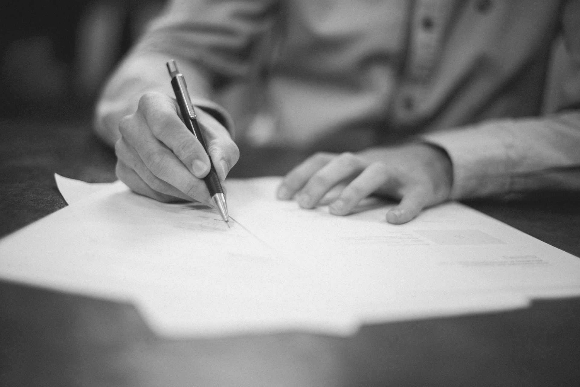 Unterschreiben eines Vertrags